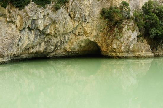 Province of Pesaro and Urbino, Italie : Fiume Candigliano all'interno della Gola del Furlo (Foto By Sofia Vicchi)