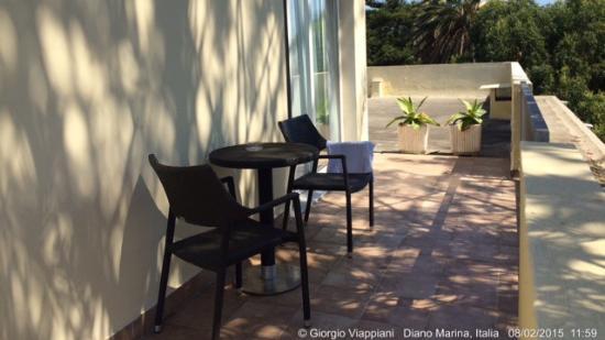 Hotel Eden Park : Dalla camera, a vista di notte e di giorno.- la prima colazione e/o il dinner nella pineta vista