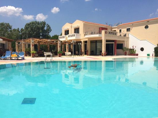 Aeolian Gaea Hotel: The pool area and the hotel