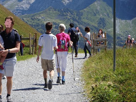 Grindelwald, Schweiz: Busy walk that gets steeper