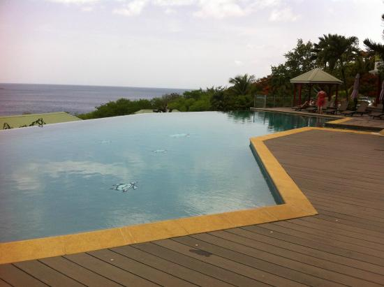 la piscine d bordement picture of le rayon vert guadeloupe tripadvisor. Black Bedroom Furniture Sets. Home Design Ideas