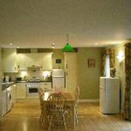 Ballycanal Self Catering: Open plan kitchen and dining area
