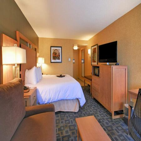 Hampton Inn Clinton: King Guest Room