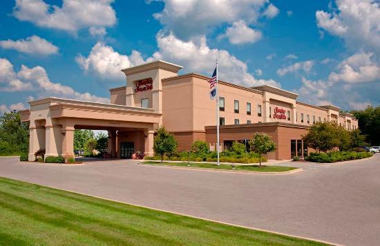 Photo of Hampton Inn & Suites Grand Rapids Airport / 28th St