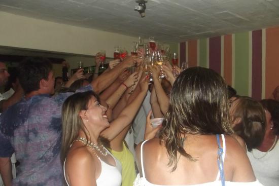 Hostel Lobo Inn : Chandon para o grande brinde de comemoração!
