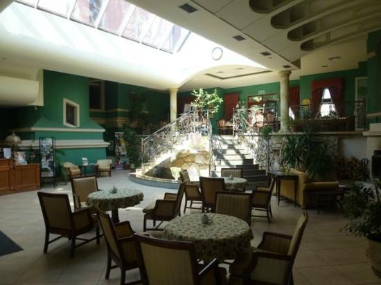 Bielawa, Polen: lobby and restaurant
