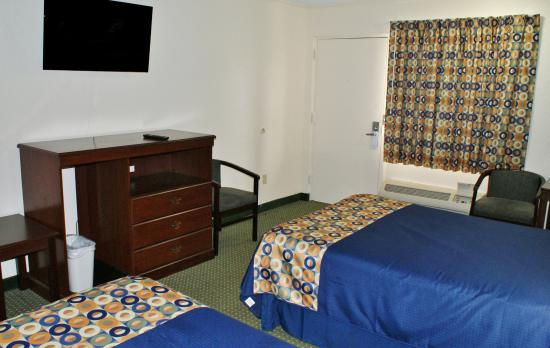Americas Best Value Inn Fort Jackson: Two Double Beds