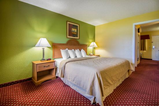 ‪‪Quality Inn and Suites Mount Dora‬: Guest Room‬