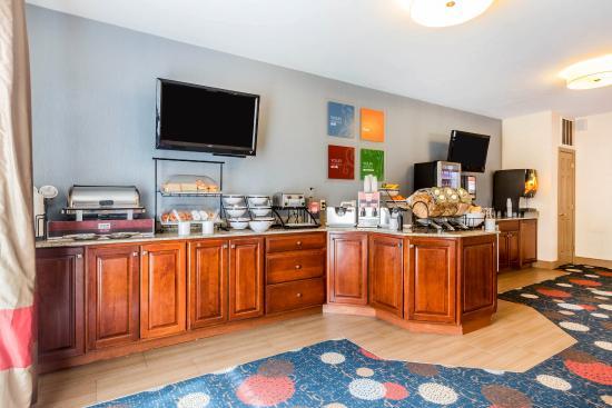 Comfort Inn & Suites South Burlington: VTBkfast