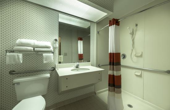 Merry Acres Inn: ADA-Accessible-Roll-In-Shower
