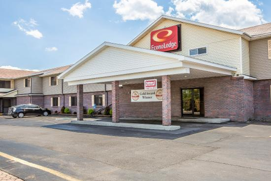 Econo Lodge: NYExterior