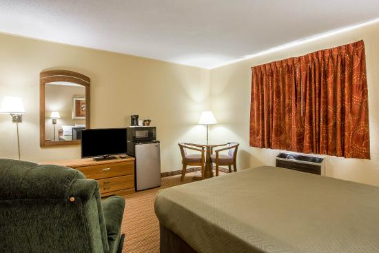 Econo lodge updated 2018 hotel reviews price for Cabin hotel new york