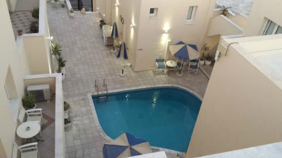 vista dall\'alto della piscinetta - Picture of Reverie Santorini ...