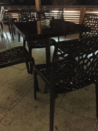 MakikaCafe: Il nostro dehors sul parco che a seconda del tempo si apre e si chiude per garantirvi di restare