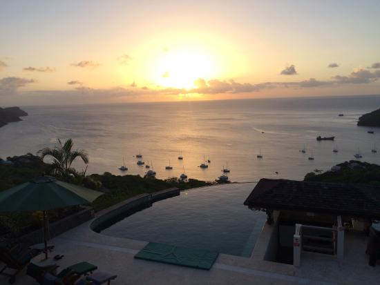 Richmond, Bequia: The pool at sunset