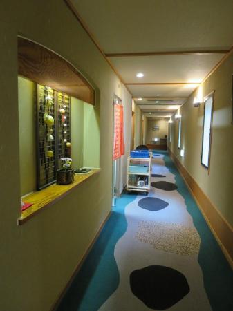 Yumoto Itaya: 館内の廊下に飾られた小物もかわいいです