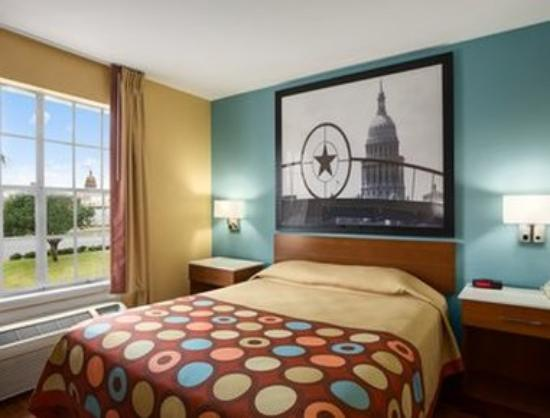 Super 8 Austin Downtown/Capitol Area: Well-Appointed Guest Rooms