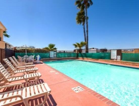 Ramada San Antonio/Near SeaWorld: Pool