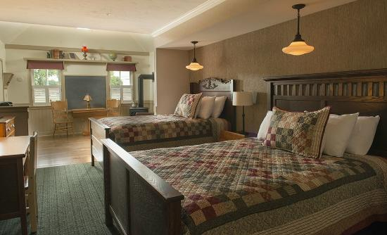 Bird-In-Hand Family Inn: Schoolhouse Suite