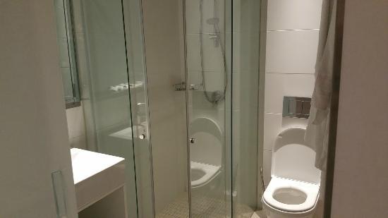 Eric Vökel Sagrada Familia Suites: Bath