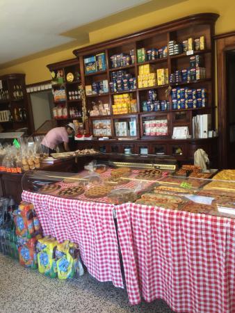 Panificio L 'Antico Forno : Antico Forno Costa Valle Imagna durante un giorno estivo. Torte, focacce, pizze, bibite fresche.