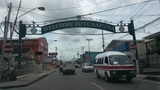 Tunapuna Market : Llegando a Tunapuna