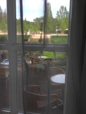 Grandhotel - Esplanade: Whole in window curtain