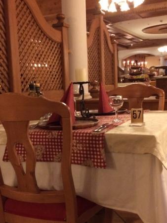 Hotel Cima Rosetta: Tavola cena tipica