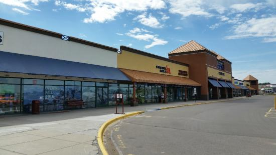 Jul 26,  · Empty stores a hallmark of Albertville likely folks moving to the new outlet in south Minneapolis around Eagan. Deals are much more elusive. Hardly worth coming anymore.4/4().