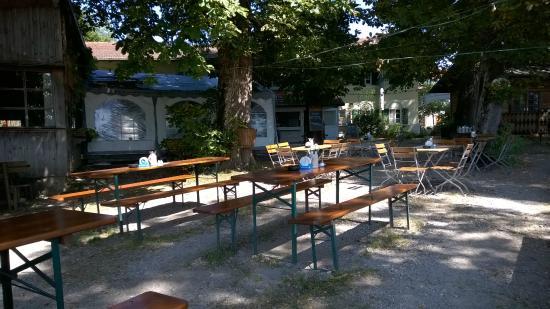 Schlossgaststätte Falkenberg: An einem Wochentags-Vormittag ist es hier sehr ruhig...