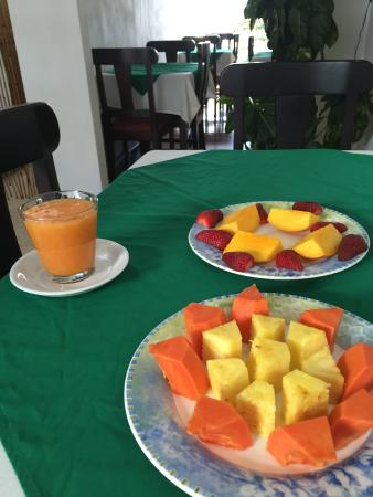 Hotel & Boutique Hojarascas: Breakfast fruits and juice