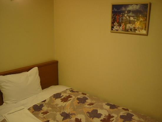 Hotel Ekimae : 落ち着いたカラーのベッドルーム