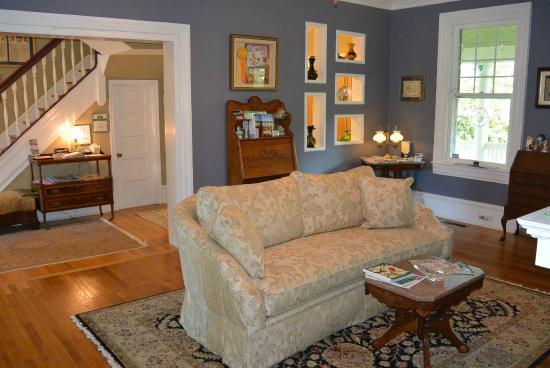 Fig Street Inn: Living room