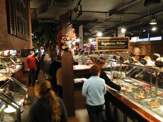 Tucker's Marketplace: buffet variado