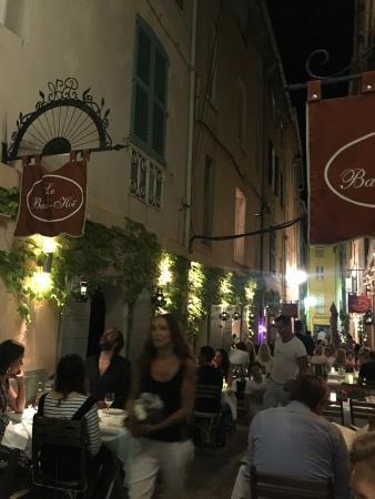 Restaurant BanH-Hoi: outside tables