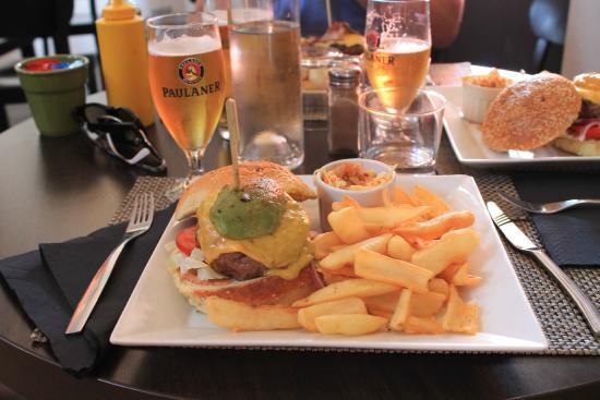 Couby's Café : Mexican Burger