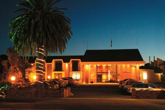 Kingsgate Hotel The Avenue Wanganui: Exterior Night