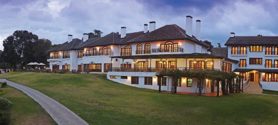 Fairmont Mount Kenya Safari Club: View from side
