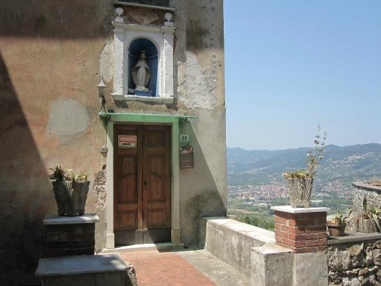 Vezzano Ligure, Italy: House for sale!