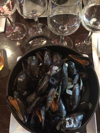 La Marquise: Moules Frites - HUGE portion