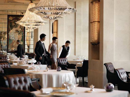Four Seasons Hotel Hong Kong: HKG Restaurant