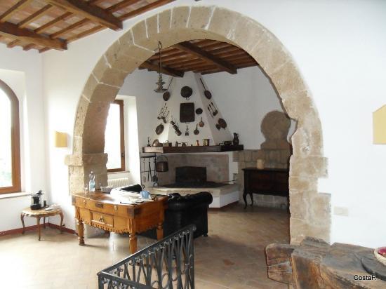L 39 ambiente principale cucina e soggiorno foto di la - Arco interno casa ...