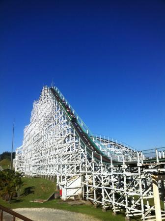 Vinhedo, SP: 5º Maior Montanha Russa de madeira