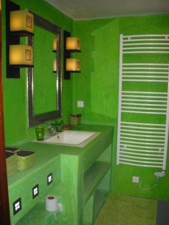 Fnidek, Marocco: salle de bain verte