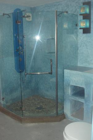 Fnidek, Marruecos: salle de bain bleue
