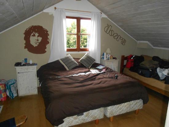 Hostel Achalay: Habitación con cama matrimonial y baño privado