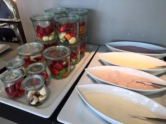 Hotel OTTO: Heerlijk vers fruit met yoghurt naar keuze