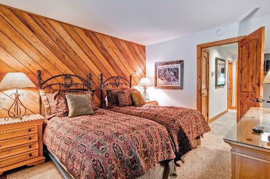 Ridgepoint Townhomes at Beaver Creek: Second Bedroom