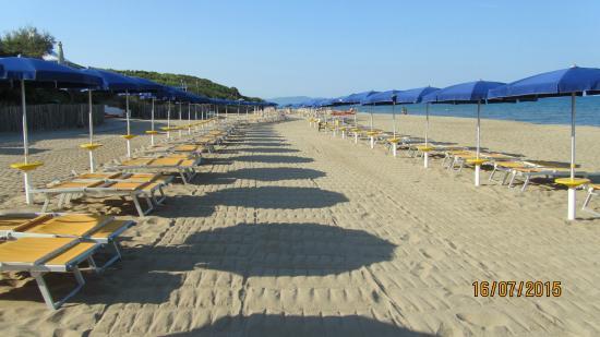 Spiaggia foto di park hotel i lecci san vincenzo - Piscina vimercate prezzi ...