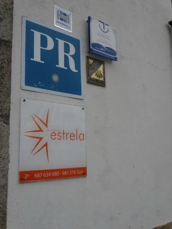 Pension da Estrela : ホテル入口の壁にある目印